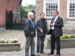 Vor dem Museum HET PALTHEHUIS in Oldenzaal die Bad Bentheimer Ratsmitglieder Günter Alsmeier (li.), Heiner Beernink (Mi.) und Joachim Berends (re.)
